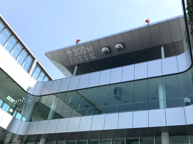 60階の展望台は地上300メートル