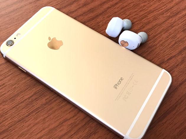 iPhone 6 Plusとイヤホンの写真