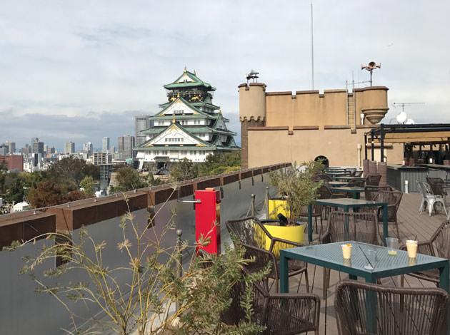 スタンダードエリアの端の席から見た大阪城の景色