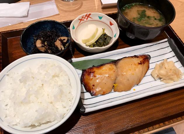 渋谷ストリームお薦め店:土鍋炊ごはん「なかよし」は夜も定食を食べられる