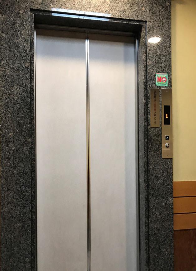 店内のエレベーター