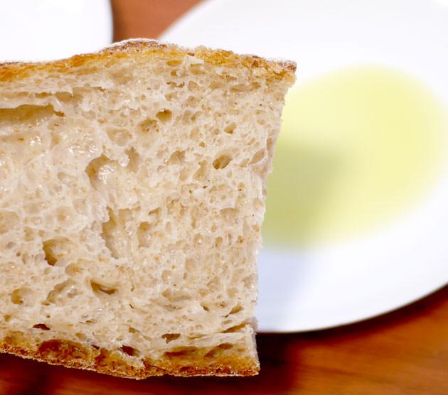 手作りパン屋で買ったパン・オ・ペイザン