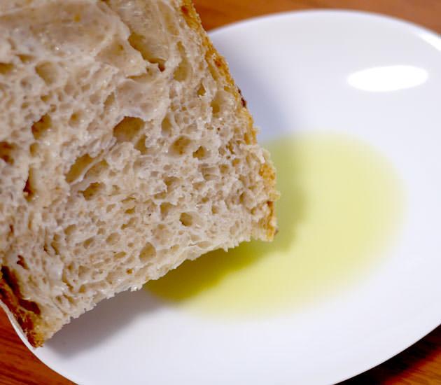 蒼のダイヤをパンに付けて食べると美味しい