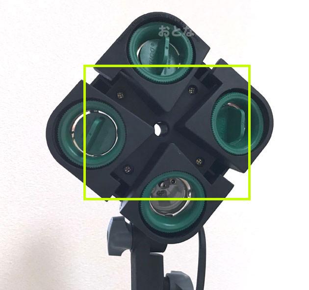 本体の中心にあるライトボックスを取り付ける溝