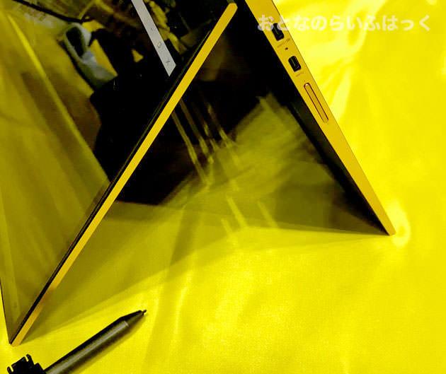 ゴールドカラーの筐体側面