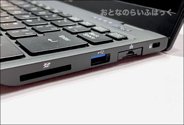 PC右側の端子類