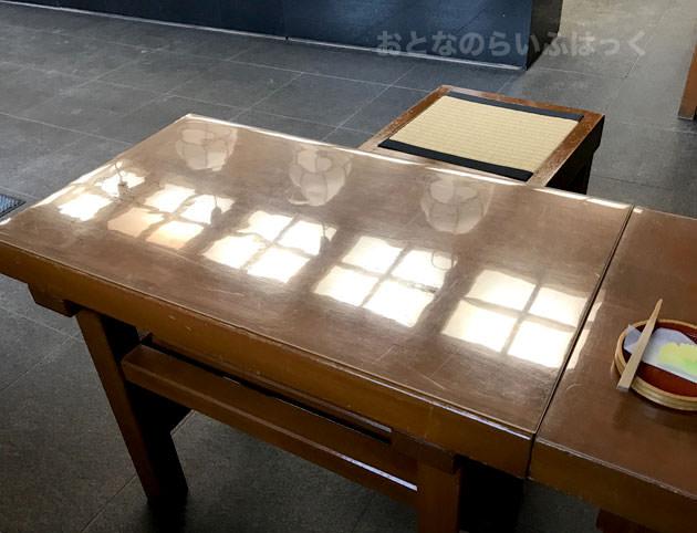 イートインのテーブル