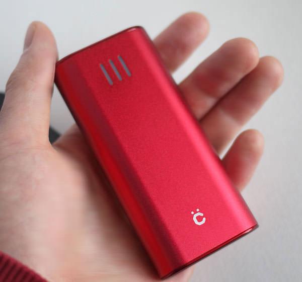 cheero Power Plus 2 mini 6000mAhを手に持ったときの大きさ