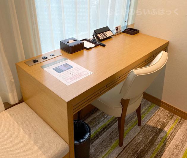 仕事用の机