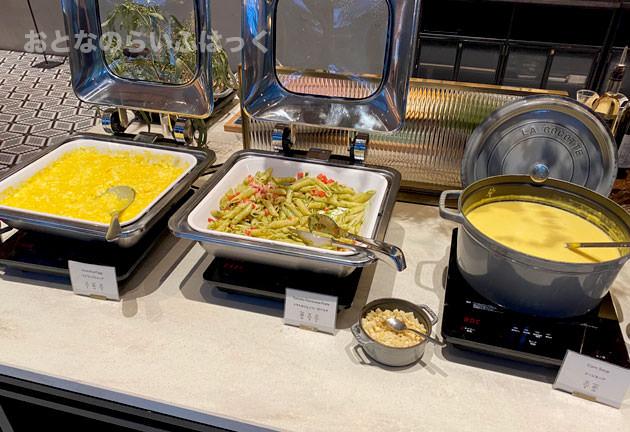 温かい料理、コーンスープ、パスタ、スクランブルエッグ