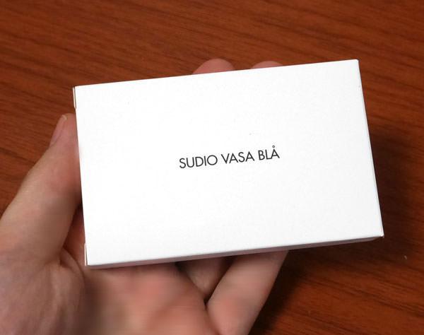 Sudio VASA BLÅ - ROSE GOLD BLACK が入っている箱