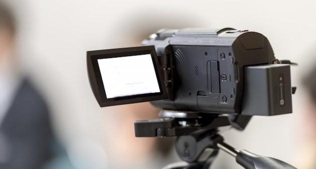 デジタルビデオやスマホで撮影した記念日の写真は家族がアクセスできるようにする