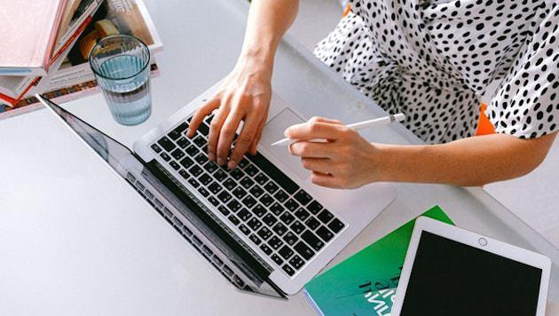 クラウドソーシング:仕事関連の連絡先やファイルも残しておく