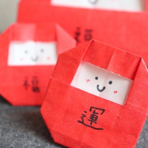 折り紙で作っただるま