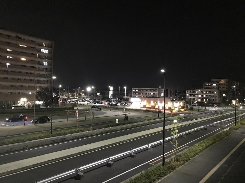 夜の柏たなか駅西口の様子