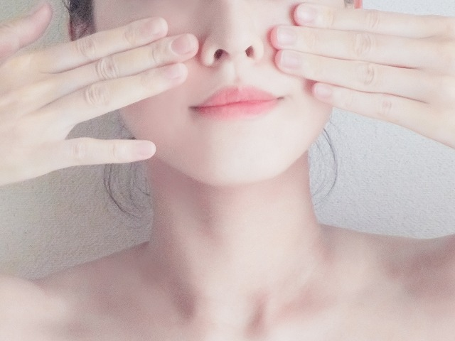 ぷるるん肌の女性