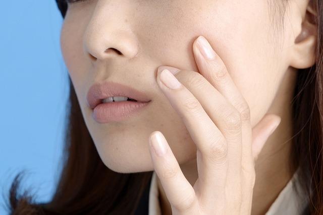 毛穴汚れ・くすみ肌で困ってる女性の画像