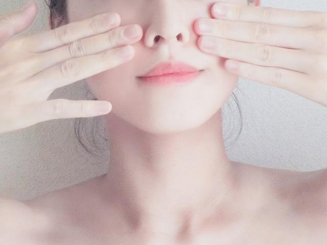 肌にうるおいを補給してメイク崩れを防ぎます