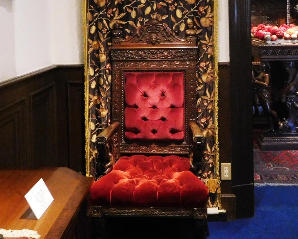 サターンの椅子、男性用