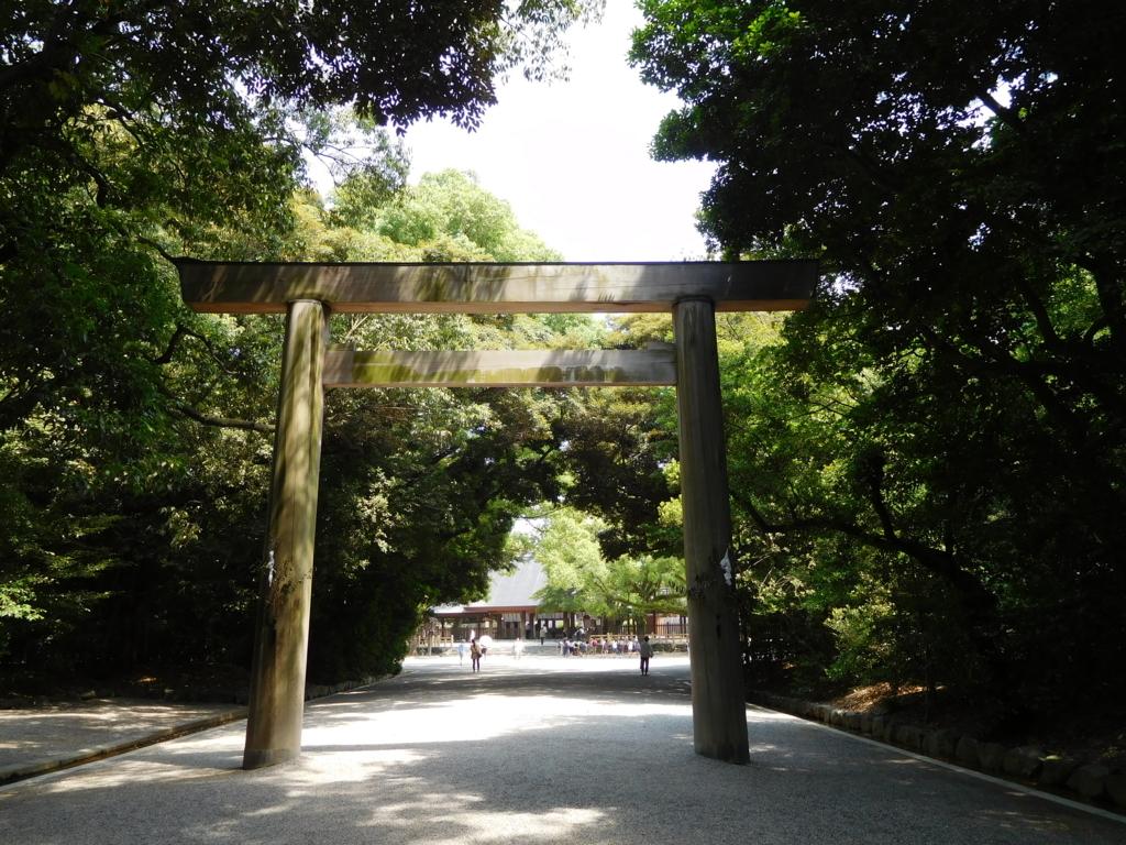 名古屋・熱田神宮の鳥居