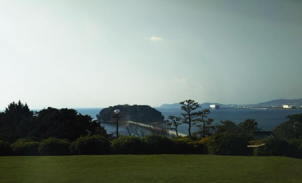 蒲郡クラシックホテルの部屋から見る竹島