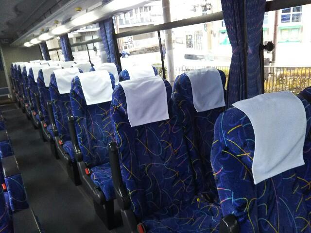 バス車内、前から