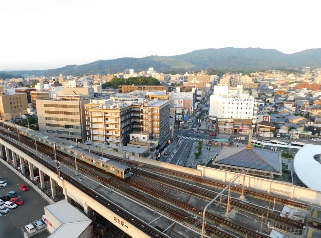 ホテル日航奈良のビアガーデンから見下ろす電車