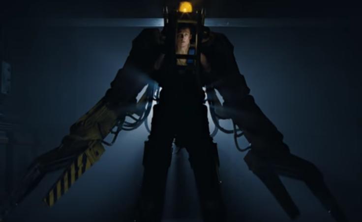 「エイリアン2」パワーローダーを装着するリプリー