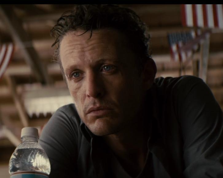 映画「セイフ ヘイヴン」にてケヴィンが登場するシーン2