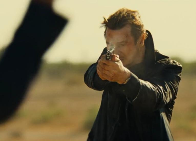映画「96時間/レクイエム」スチュアートに発砲するブライアン