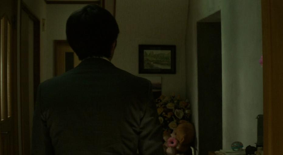 映画「クリーピー 偽りの隣人」西野の家の玄関