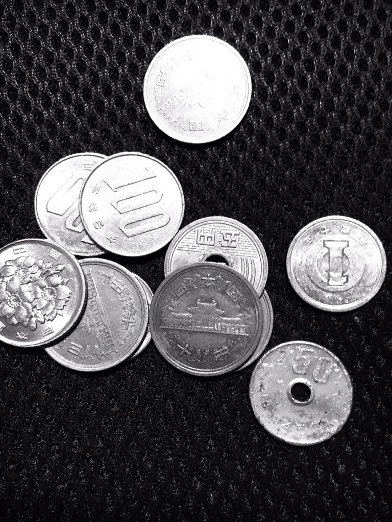 散らばった小銭