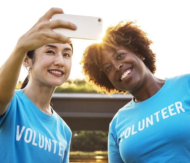 ボランティアを楽しむ人々