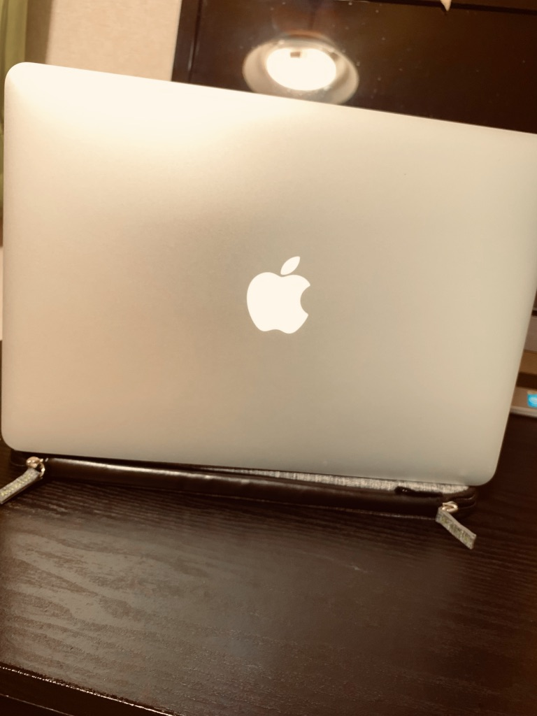MacBook Air2017年モデル 光るりんごマーク