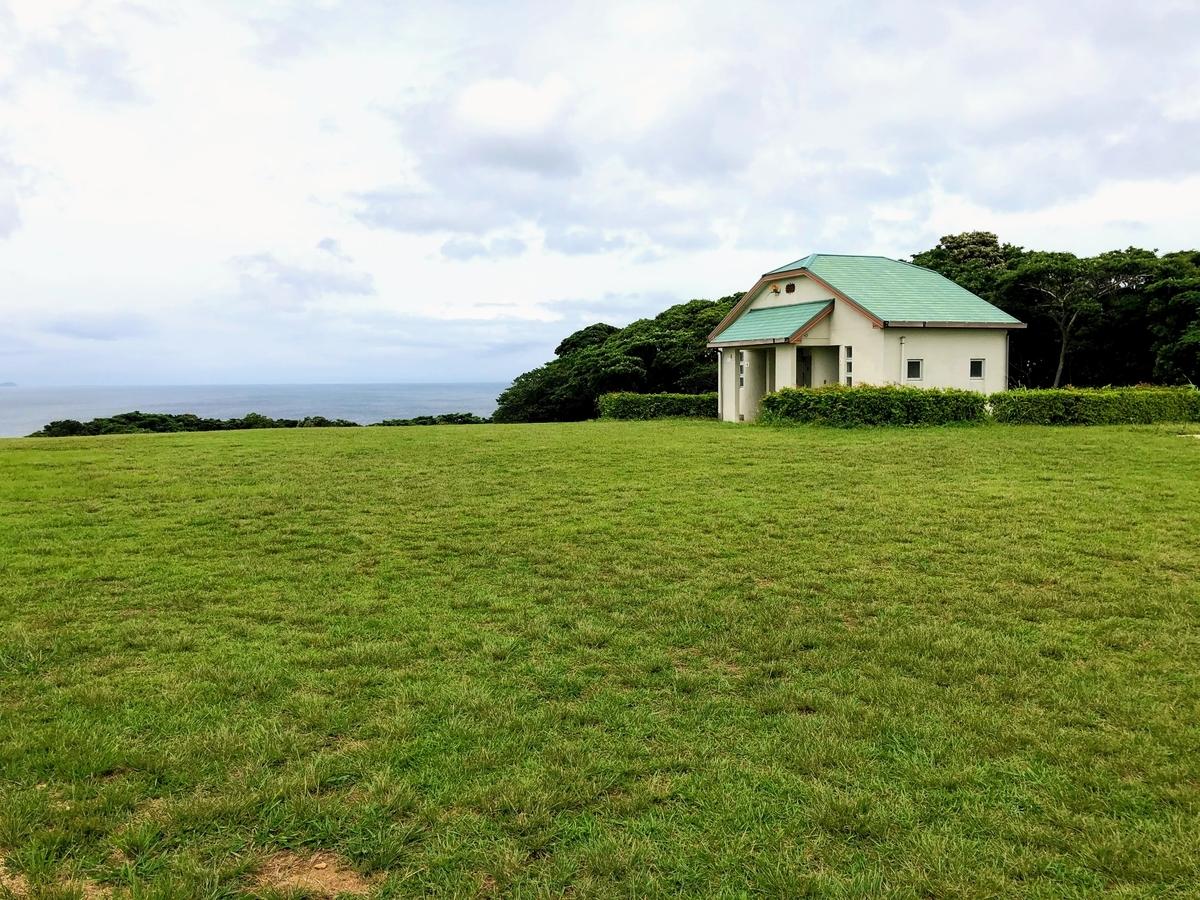 中瀬草原キャンプ場_フリーサイト・トイレ