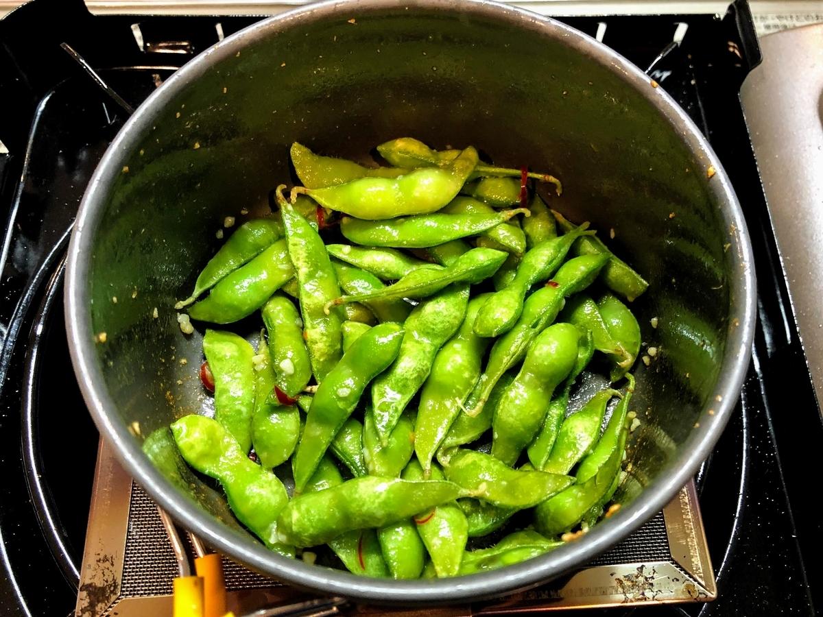 火が通って温まった枝豆
