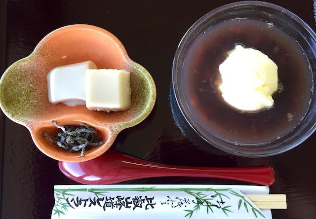 胡麻豆腐クリームぜんざいは小豆たっぷり
