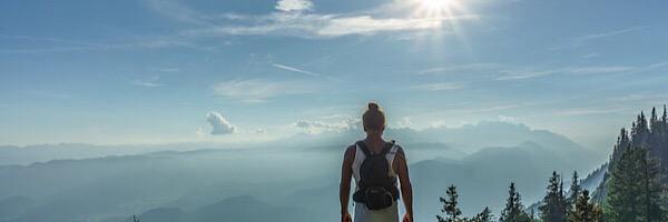 早歩きが人生を変える理由は幸福感が得られる