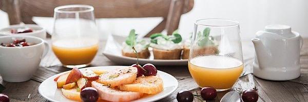 昼食に脂肪分のとると仕事ができなくなるから軽食にしよう