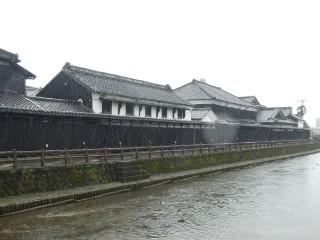 巴波川沿い白壁土蔵写真