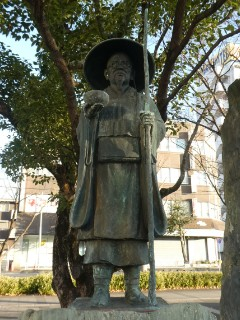 種田山頭火銅像写真
