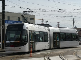 富山ライトレール・ポートラム車両写真