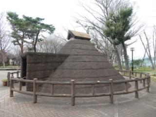 塚山公園・下高井戸塚山遺跡復元竪穴住居写真