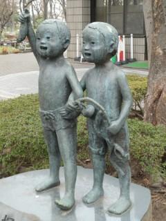 塚山公園・男の子像写真