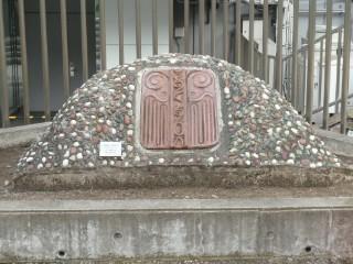 大田区・貝塚発掘125周年記念モニュメント写真