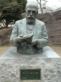 品川区立大森貝塚遺跡庭園・モース博士像写真
