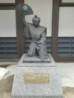 曳山博物館前・歌舞伎像写真