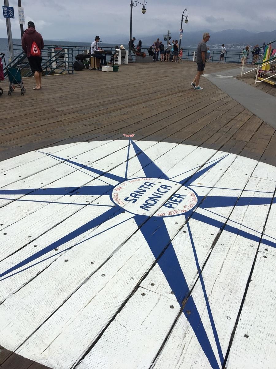 嵐 ロス 桟橋 SantaMonica   サンタモニカピア 桟橋先端付近にある方位図 嵐御一行さま 撮影スポット