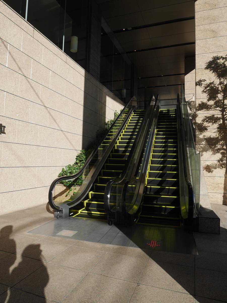 結婚式 式場    LUCIS(ルーキス)東天紅上野本店 入口 エスカレーター