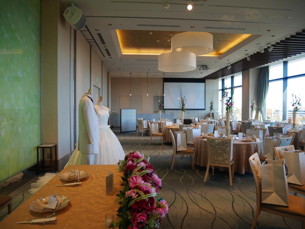 結婚式場  LUCIS(ルーキス)東天紅上野本店 SOLROOM ソールルーム 披露宴会場    高砂からみた会場内